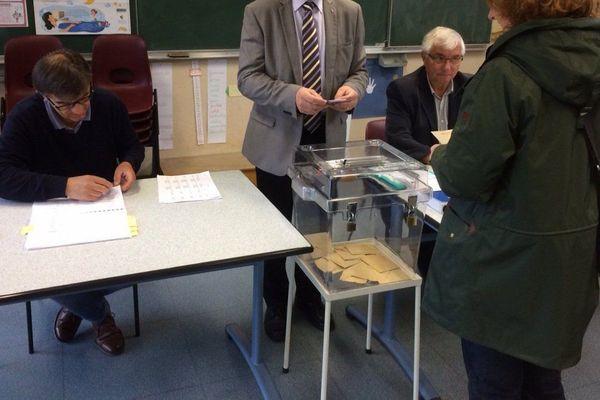 Bureau de vote à Olivet (Loiret) /
