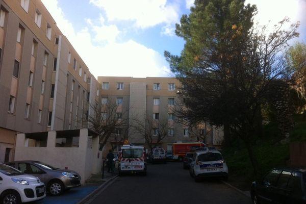 Un homme s'est retranché dans son appartement en menaçant de le faire exploser vendredi matin à Bastia, a indiqué le service départemental d'incendie et de secours (SDIS) de la Haute-Corse.