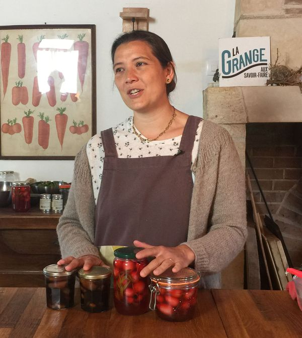 Julie Hauwuy en direct Facebook dans sa cuisine.