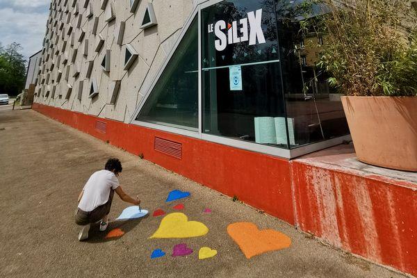 Plusieurs centaines de coeurs en hommage aux centaines de victimes dans l'Yonne vont être peints aux abords du Silex