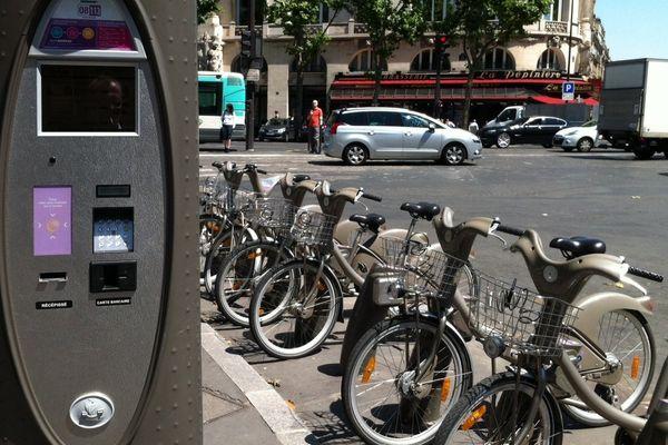 La ville de Paris propose jeudi un abonnement journée à Vélib', qui permettra d'utiliser le service gratuitement pour une durée de 30 minutes par trajet.