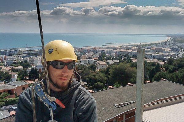Mickaël était âgé de 38 ans et a fait le 6 mars 2018  une chute mortelle de 15 mètres sur un chantier à Nîmes (Gard).