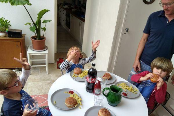 Vacances prolongées pour ces élèves en moyenne section de l'école primaire Amédée Autran à Marseille.