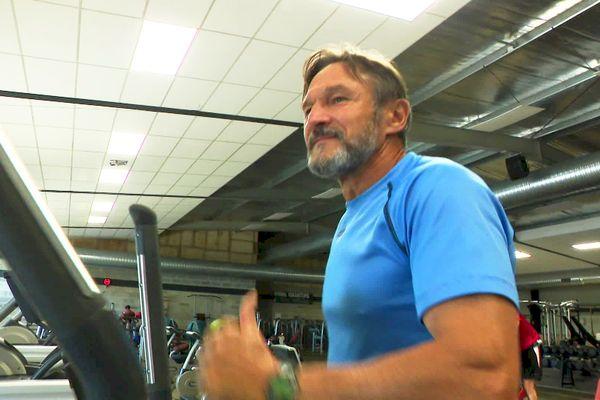 Sportif consciencieux, Patrick apprécie la réouverture des salles de sport qui lui permet un meilleur entraînement
