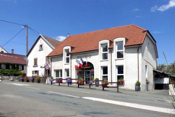 La commune de Pierrefontaine-lès-Blamont (Doubs) va sûrement limiter le nombre d'élèves dans son école maternelle.