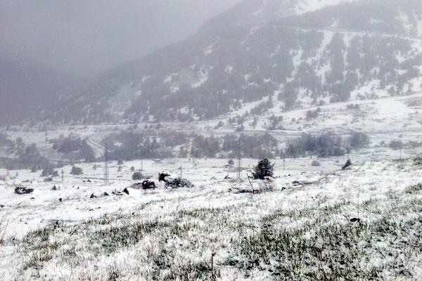 La neige fraîche sur la montée vers Puymorens