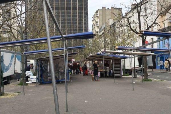Le marché du boulevard Edgar-Quinet, dans le 14e arrondissement de Paris.