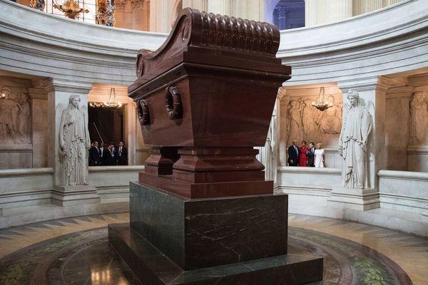 Le tombeau de Napoléon, sous le dôme des Invalides à Paris