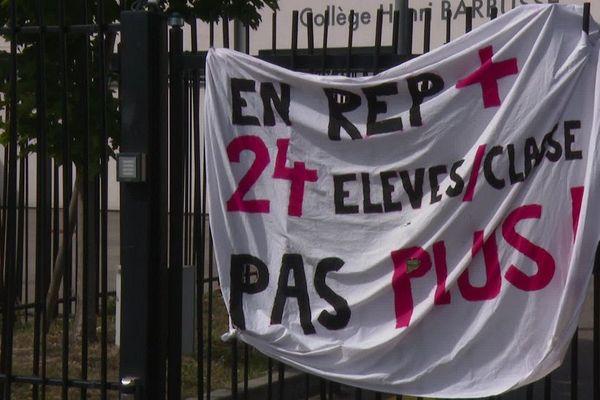Lundi 2 septembre 2019, c'est la rentrée des classes. Au collège H.Barbusse de Vaulx-en-Velin, les enseignants sont en grève mais les élèves sont accueillis.