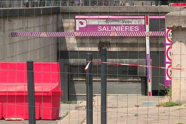 Accès interdit au parking des Salinières après l'incendie.