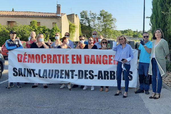 Des habitants de Saint-Laurent-des-Arbres contestent l'installation du maire