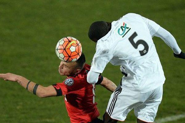 Le défenseur Lorientais Zargo Touré face à Eric Vandenabeele (Boulogne)