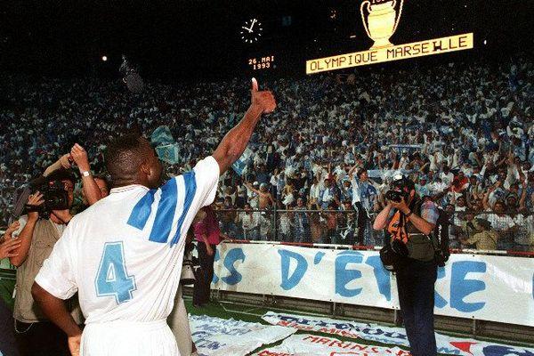 Basile Boli après avoir marqué en finale de la Champion's League en 93.