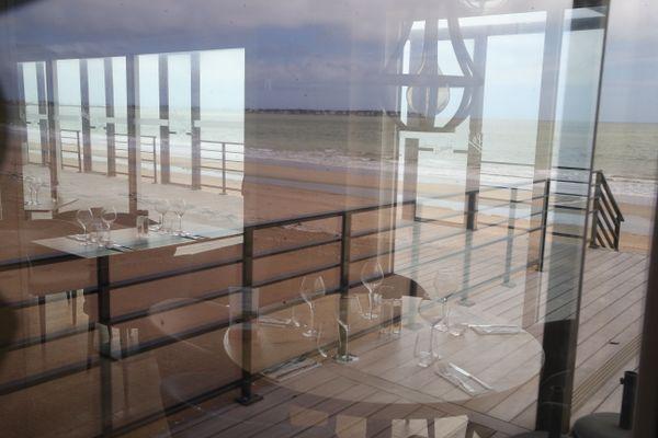 A l'image de ce restaurant de plage fermé durant tout le confinement, les commerçants baulois ont manqué leur printemps et ont besoin de réussir leur saison d'été