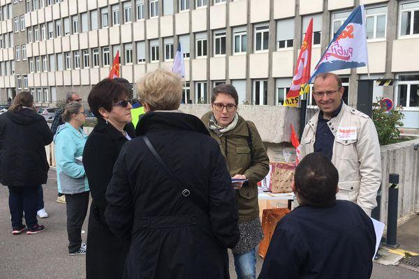 Une distribution de tracts a été organisée de 8h30 à 9h30, devant le Centre des finances publiques, à Dijon.