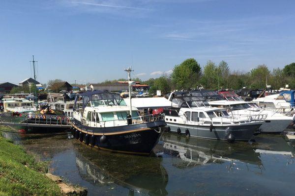 La Grande Saône, la Petite Saône, le canal du Centre, le canal de Bourgogne, le canal entre Champagne et Bourgogne, le canal du Rhône au Rhin et la Seine sont autant de destinations accessibles depuis Saint-Jean-de-Losne.