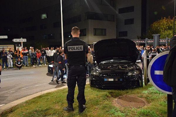 La Police Nationale est intervenue en nombre le 17 septembre 2021 pour faire cesser des runs sauvage rassemblant plusieurs centaines de personnes et de véhicules sur le parking du Zénith de Nantes