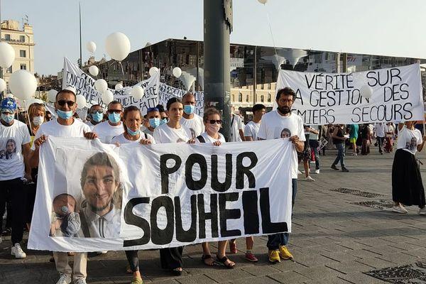 La manifestation partie du Vieux-Port a rejoint la préfecture dans le calme.