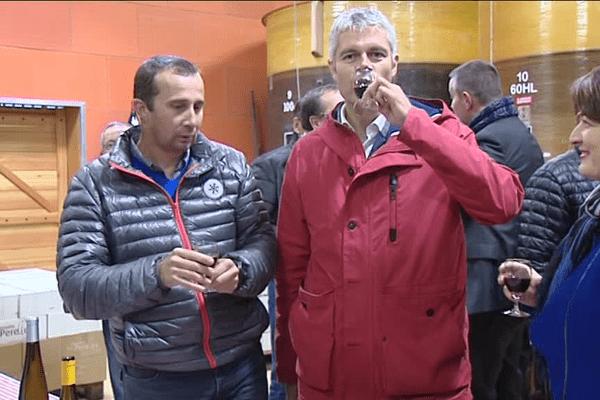 Laurent Wauquiez déguste en avant première le Beaujolais nouveau 2016- Le 14/11/2016 à Theizé
