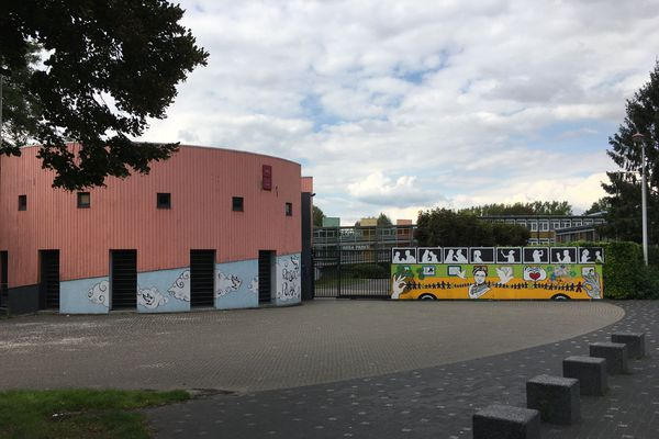 Le collège Rosa Parks dans le quartier d'Etouvie à Amiens