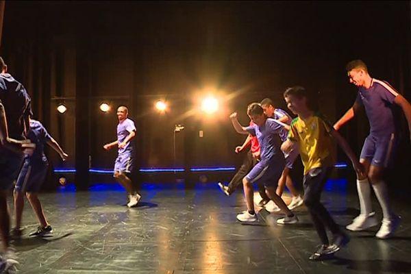 Du foot et du hip hop, un spectacle à découvrir au théâtre Jean-Vilar de la paillade à Montpellier.