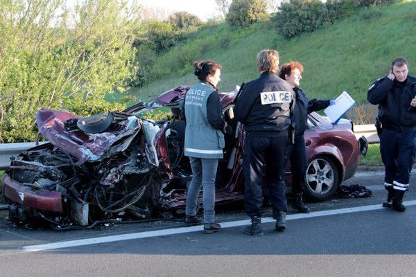 La voiture des quatre passeurs présumés après la course-poursuite avec la police belge.
