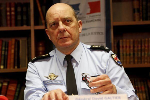 Succédant au général d'armée Jean-Régis Véchambre, admis en deuxième section, le général de corps d'armée David Galtier est nommé inspecteur général des armées Gendarmerie (IGAG) à compter du 1er septembre 2017.