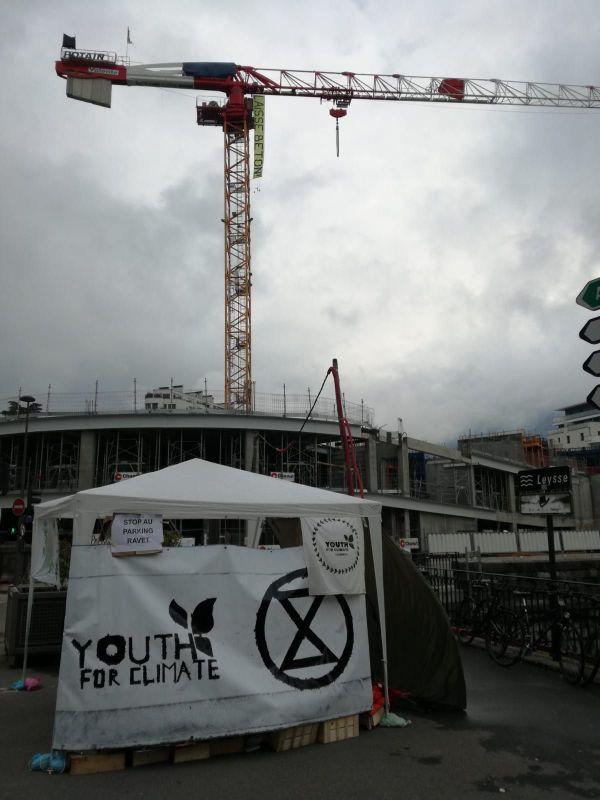 Ce mercredi 10 juin, le chantier du parking Ravet est toujours bloqué par les militants écologistes.