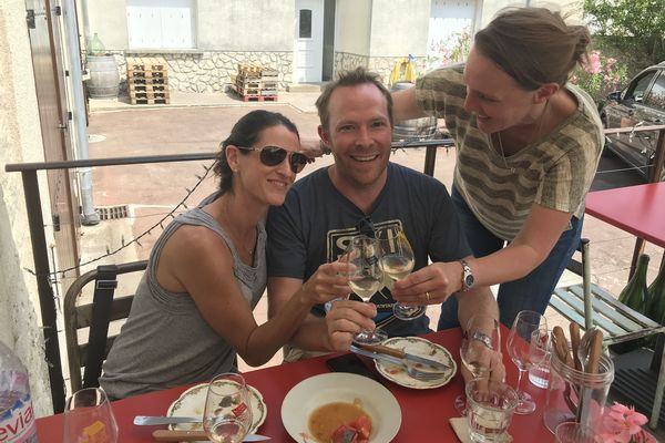 """L'accord mets et vins s'étend au mode de vie, aux engagements et aux copains ici, on est """"copinovore""""!"""