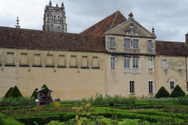 """Dans le Musée du Monastère royal de Brou, à Bourg-en-Bresse (Ain), un bal spontané est organisé par les bénévoles de l'association """"Folk"""" pour animer les journées du Patrimoine 2019. Photo d'illustration."""