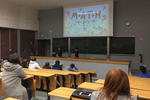 """Les collégiens et lycéens exposent leurs recherches lors du 30e congrès de """"Maths en Jeans"""" à Amiens."""