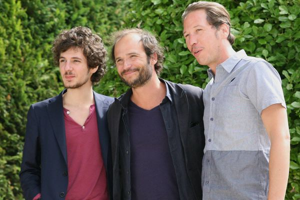 Vincent Lacoste et Reda Kateb, acteurs principaux d' Hippocrate, le film de Thomas Lilti (au centre) primé à Angoulême.