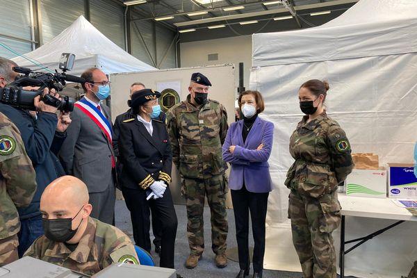 Florence Parly, la ministre des Armées, s'est rendue au vaccinodrome d'Olivet ce 12 avril