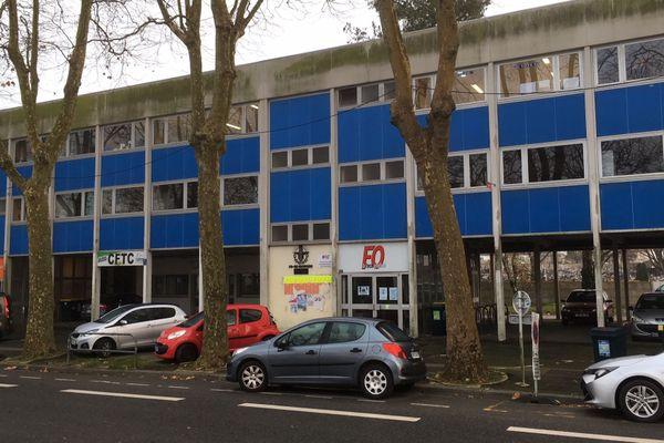 Selon les expertises de la mairie de Lorient, l'occupation de la maison des syndicats est devenue dangereuse