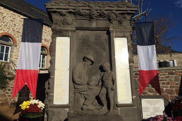 Le monument aux morts de Saint-Sauves dans le Puy-de-Dôme a été inauguré en 1920.