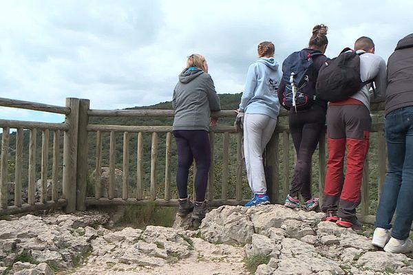 Les étudiants profitent de leur escapade dans le Gard pour faire de jolies balades.