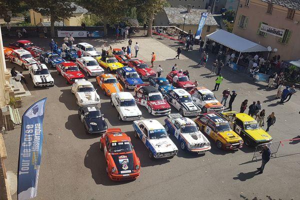 Le tour de Corse historique a débuté mardi 8 octobre de Porto-Vecchio. La course se déroule toute la semaine avec des voitures de légende.