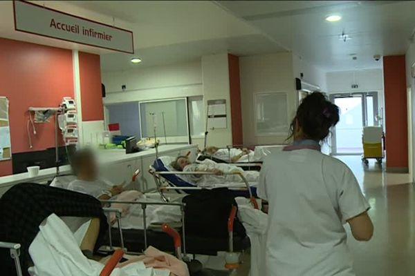 Les urgences du CHU de Nice sont débordées par les épidémies de grippe et de gastro-entérite.