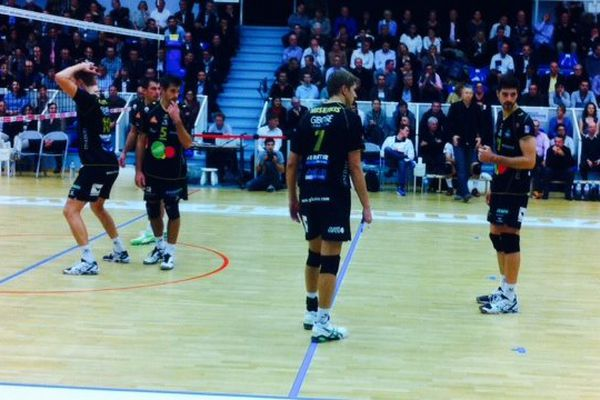 L'équipe de Rennes a battu les cannois 3 sets à 0 (25-19 25-14 25-19)