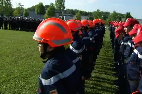 80 nouveaux engagés ont la lecture de leurs droits et leurs devoirs, en rejoingnant le corps des sapeurs-pompiers de Côte-d'Or