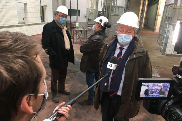Michel Lejeune interviewé dans les futurs locaux de l'abattoir de Forges-les-Eaux (76)