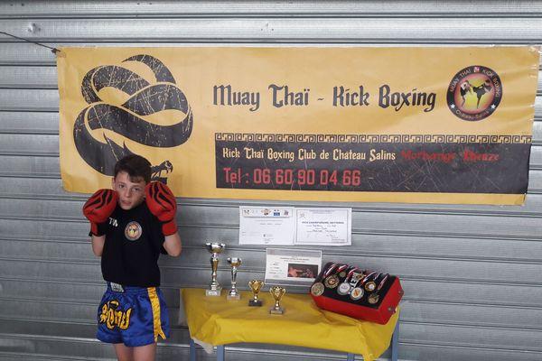 Timothé, 12 ans, champion de France de muay-thaï.