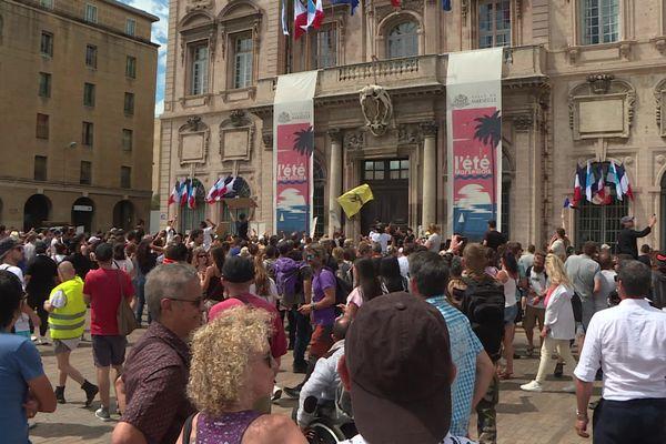 Selon la Préfecture de police, ils étaient environ 1.000 manifestants cette après-midi dans le centre-ville.