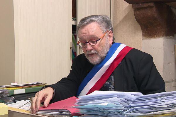Jean-Claude Raimbault, maire de Sury-és-Bois, dans le Cher.