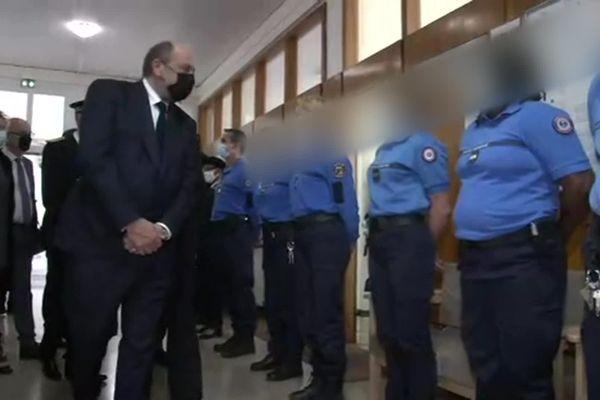 Le ministre de la justice veut donner plus de moyens aux surveillants pour participer à la réinsertion des prisonniers.