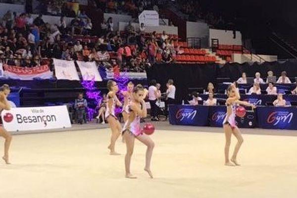 Les jeunes gymnastes évoluent dans des ensembles de 4 à 10.