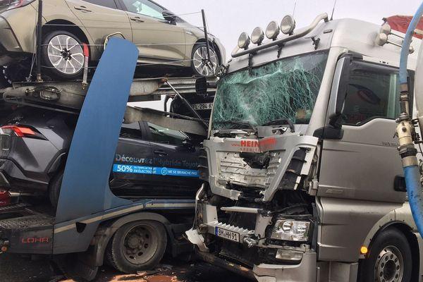 Trois poids lourds sont entrés en collision sur l'autoroute A1 à hauteur de Brasseuse dans l'Oise.