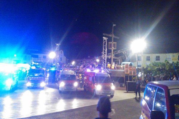 Trois musiciens ont été hospitalisés à cause de la chute d'une partie du décor