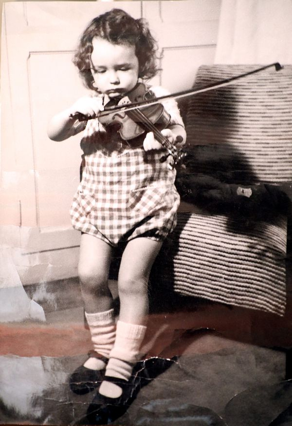 Jean-Claude Casadesus au violon à l'âge de 4 ans