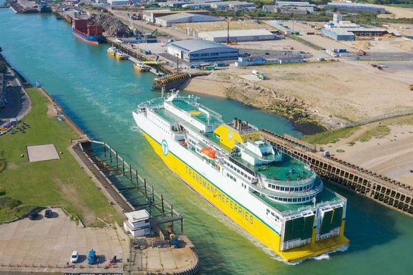L'arrivée en Angleterre du car-ferry qui relie Dieppe à Newhaven